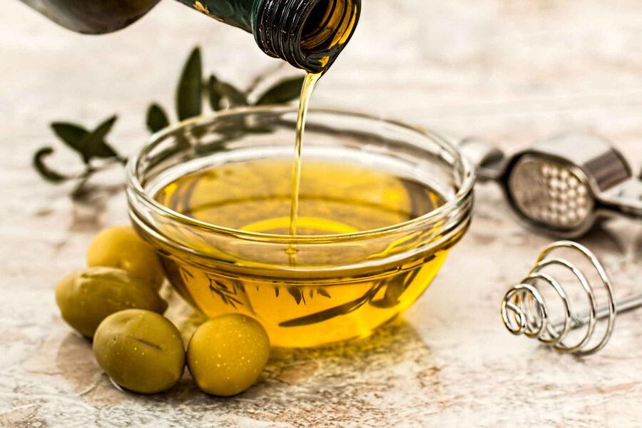 Ölivenöl und Oliven